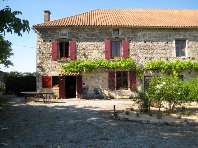 Charming 250yr old farmhouse. - Sauzé-Vaussais - Ev