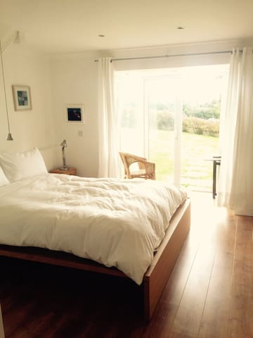 Spacious annex with sea views - Lydstep - Bungalow