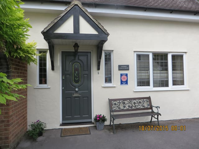 Town 3 Bed/Bathroom House & Parking - Saffron Walden - Hus