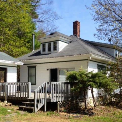 Quiet in-town house - Auburn