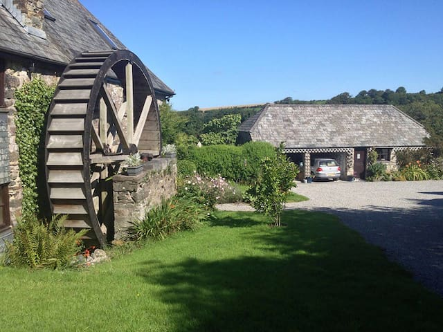Miller's Rest Cosy Barn Conversion - Quither, Tavistock,  - Hus