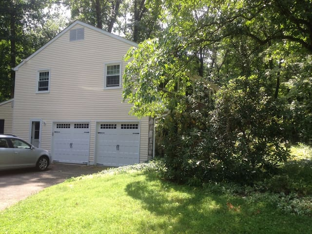 Spacious home on wooded acre - Doylestown