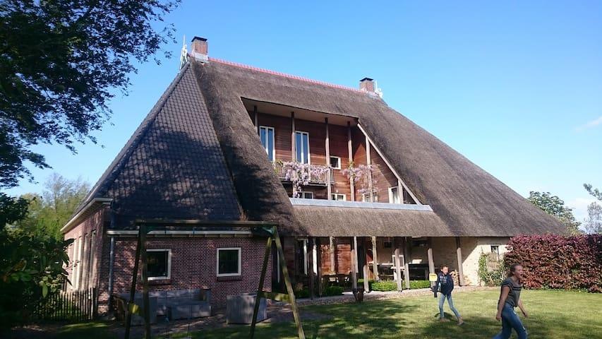 Sfeervolle en ruime woonboerderij Friesland - Sondel - Ev