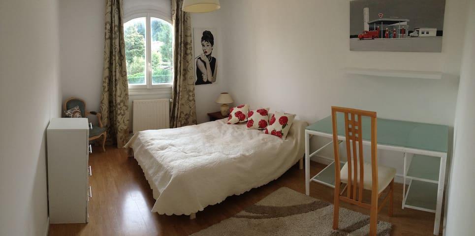 Chambre ds villa avec piscine parc - Collonges-au-Mont-d'Or - Huis