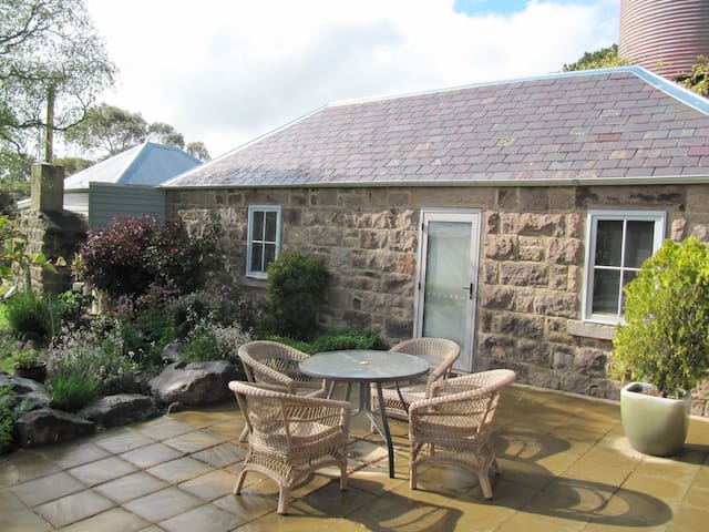 Rural Sunnyside Cottage, with views - Newham - Casa