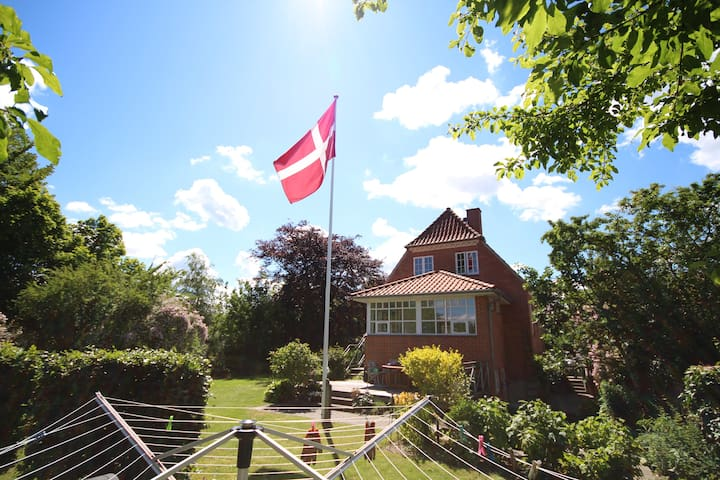 Værelse - i by - tæt på skov og sø - Silkeborg - Inap sarapan