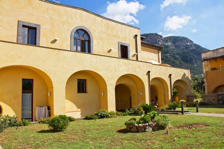 Sorrento - Villa Elisa room arancio - Meta - Bed & Breakfast