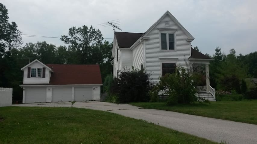 Country Apartment on the River - Sheboygan Falls - Appartement