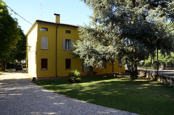 Appartamento Indipendente in Villa - Bondeno - Huoneisto