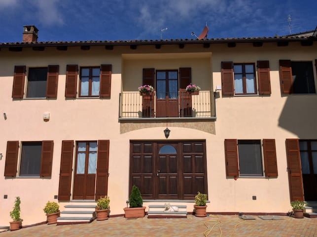Splendid holiday home in Monferrato, wine county - Casorzo - Bed & Breakfast