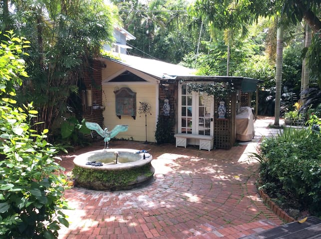 Cottage on quiet residential street - Miami - Villa