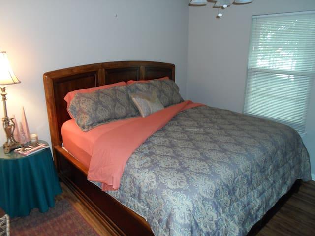 3009 Delmar Ave. Bedroom (King) - North Little Rock - Huis