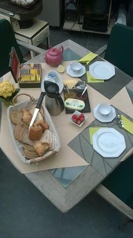 """Suite """"Mignonette"""" with breakfast - Kuurne - Wikt i opierunek"""