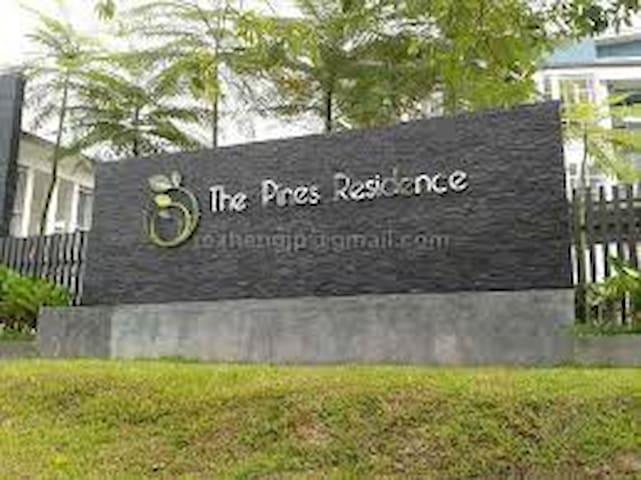 The Pines Residence Resort Living - Gelang Patah - Квартира